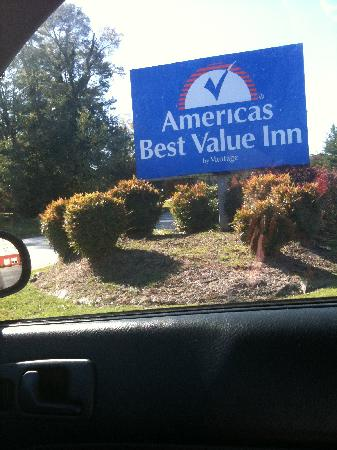 Americas Best Value Inn: Sign out front