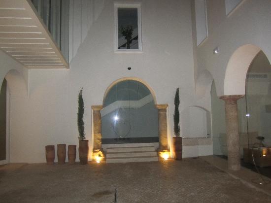 Hotel Viento 10: patio