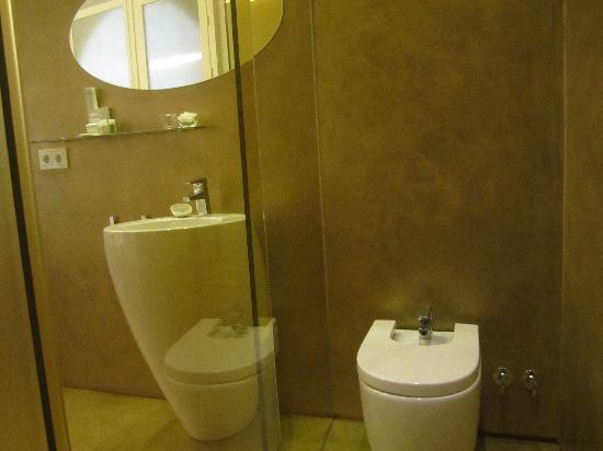 Hotel Viento 10: Baño dorado