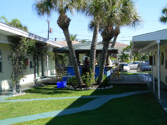 Suntan Terrace: courtyard