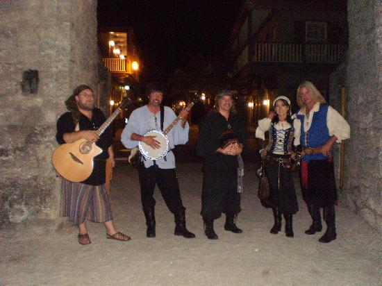 The Saragossa Inn B&B: pirate weekend!
