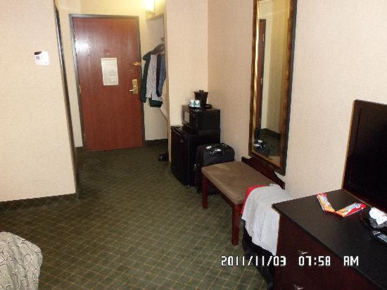 "Red Roof Inn Hartford - New Britain: Notice the fridge and microwave are just ""there"""
