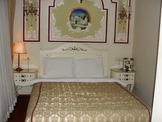 Asmali Hotel: one of the bedrooms