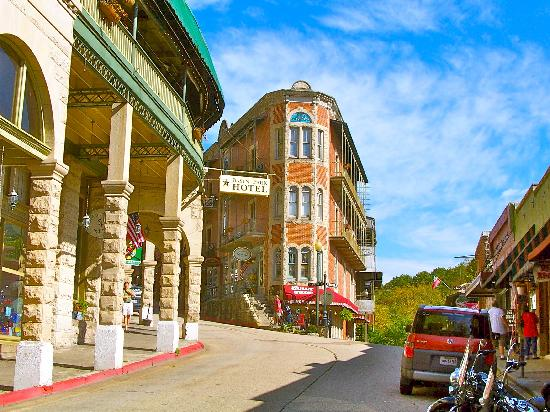 1886 Crescent Hotel & Spa: Downtown Eureka Springs.