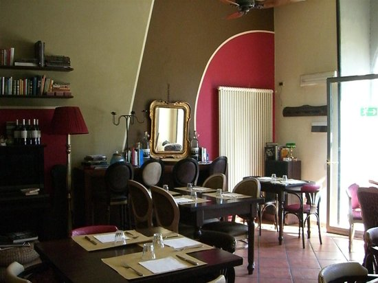Il Bistrot: The inside...by day