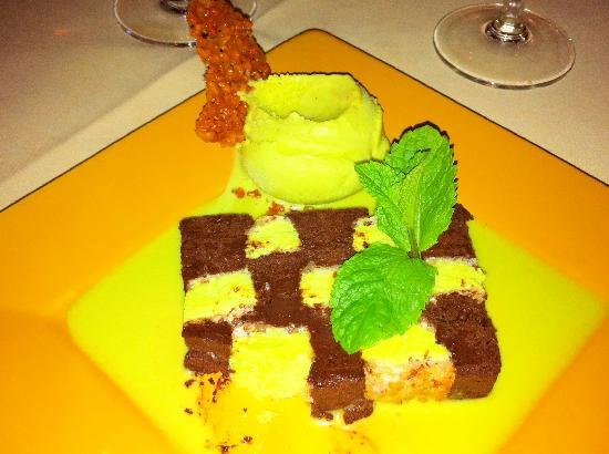 De Reddende Engel: chocolate-pistachio dessert