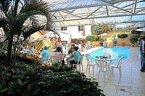 Apartotel Suites Cristina: Cristina Poolside Breakfast 2