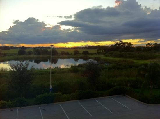 Hampton Inn & Suites Lake Wales: sunset view from room 305