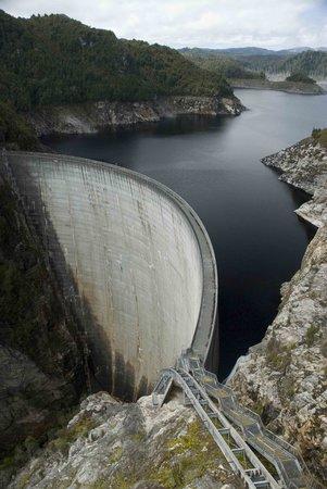 Aardvark Adventures: Gordon Dam abseil, Strathgordon
