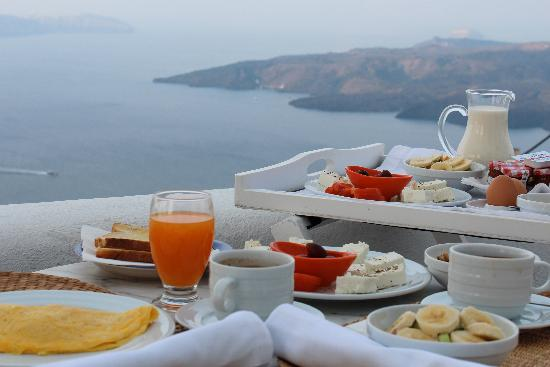 Aria Suites: Breakfast with a stunning view.