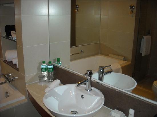 Grand Noble Hotel: Grand Noble Bath