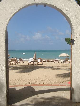 El San Juan Resort & Casino, A Hilton Hotel: Doorway to the beach