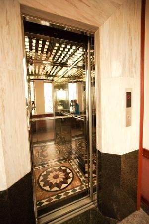 Hanoi Street Hotel: Elevator