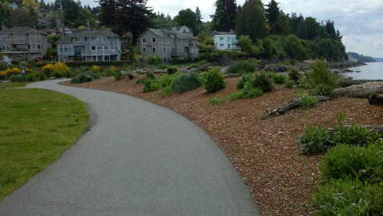 Mukilteo, WA: interpretive walk along the beach