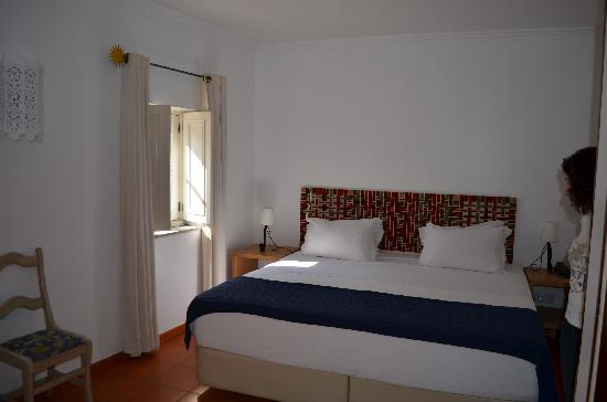 Albergaria do Calvario: Clean, comfortable room