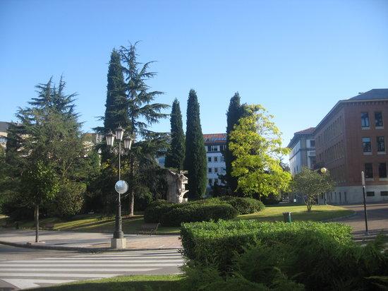 Oviedo, Spania: скверик