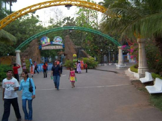 Water Kingdom: Entrance