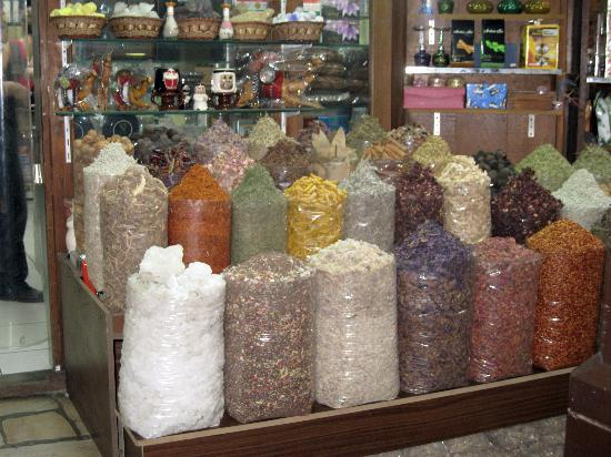Dubai Spice Souk: Spices everywhere