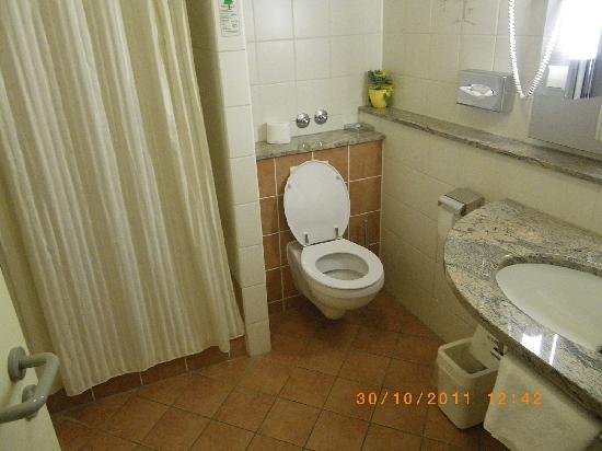 Rega Hotel Stuttgart: Bathroom (408)