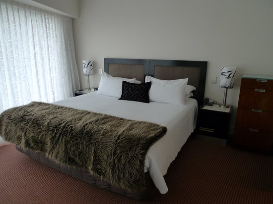 Bolton Hotel Wellington: Master Bedroom