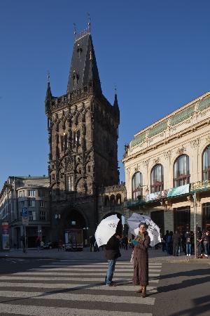 Avantgarde Prague Tours : La Tour Poudrière et la Maison Municipale