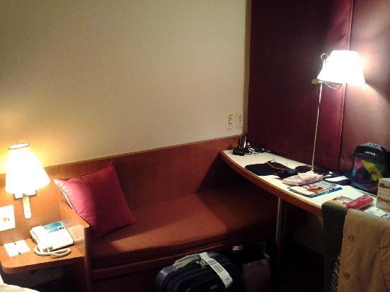 โรงแรมไอบิส แอมบาสซาเดอร์ โซล: a nice little space for the little one to sleep in
