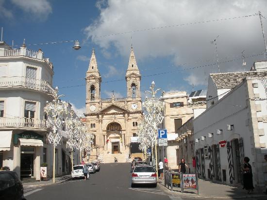 Hotel Sovrano : Cattedrale di Alberobello