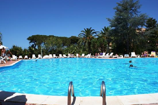 Hotel Parco dei Principi: Piscina o