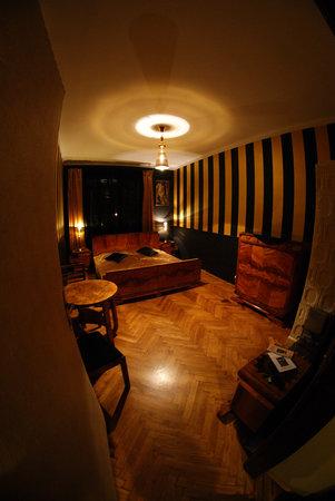 Deco Hostel: Allan Room