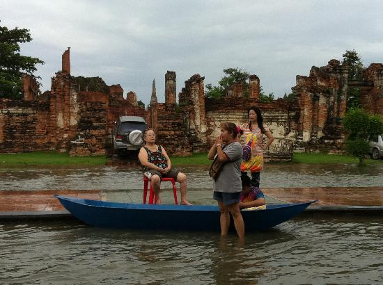 Coffee Old City: 2011 Floods in Ayutthaya