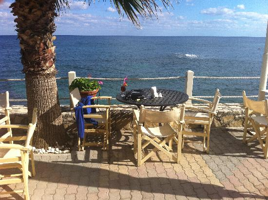 Glaros Beach Hotel: Terasse