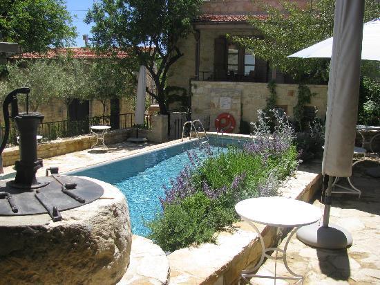 Apokryfo Traditional Houses: Internal yard & Pool view