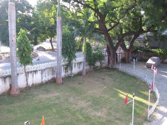 Hotel Raj Kesar: The Garden