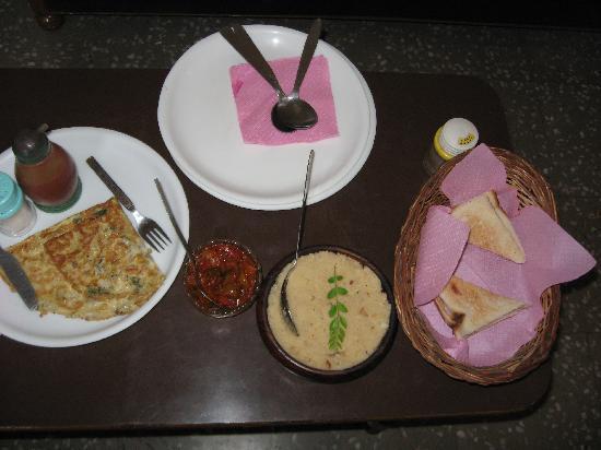 Hotel Raj Kesar: The Breakfast