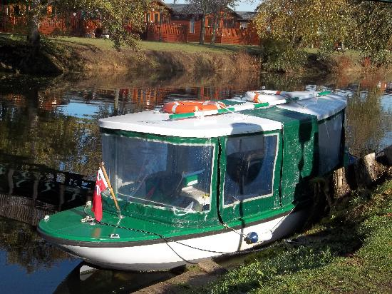 Riverside Caravan and Camping Park: Water taxi