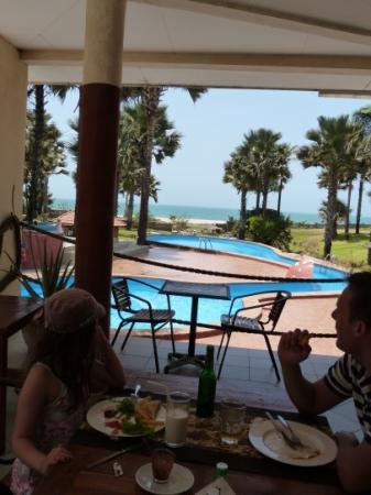 Bijilo, Gambia: Lunch at the pool