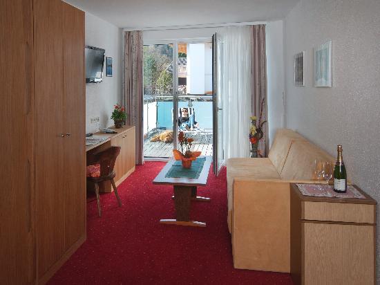 Apartments Herold: Beispiel Wohnraum Type B und C/Example Livingroom Type B and C