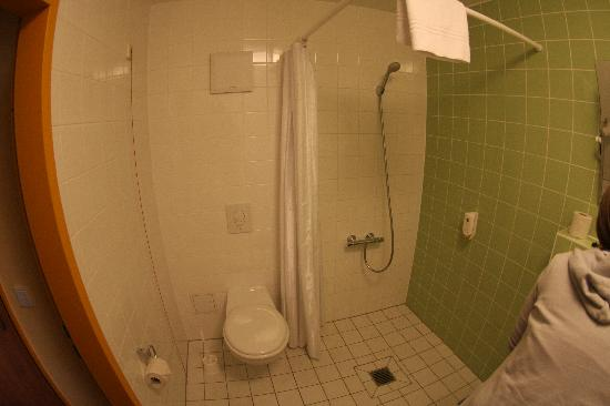 B&B Hotel Berlin-Potsdamer Platz: bathroom