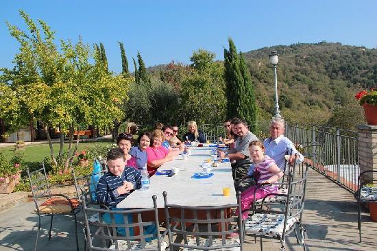 Villa San Crispolto: Dining Al Fresco