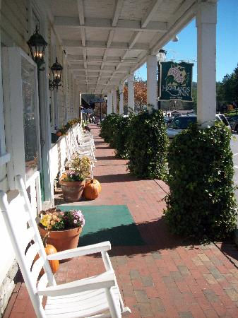 Highlands Inn : Front Porch