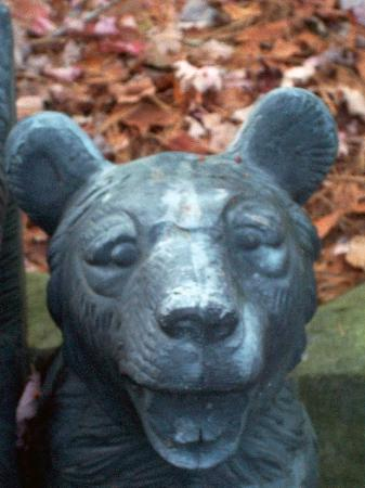 Highlands Inn : Bear Bench in the Garden