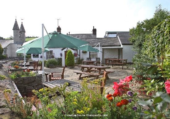The Wheatsheaf Inn and Restaurant: Beer Garden and St. Michaels Church