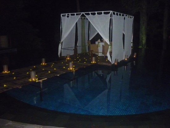Banyan Tree Bintan: Pool Set for Dinner