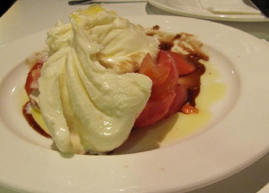 Tapeo: tomatoes and cheese