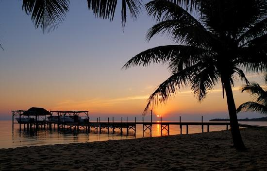 Hamanasi Adventure and Dive Resort: Hamanasi Belize Resort Beach at Sunrise
