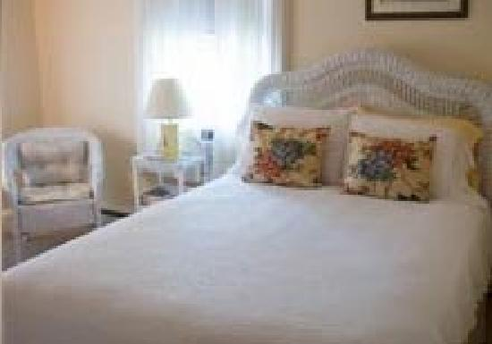 Ipswich Inn Bed and Breakfast: The Wicker Room
