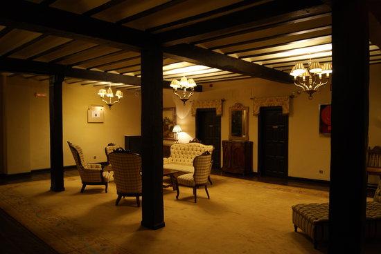 Parador de Santillana Gil Blas: Second floor lobby