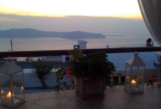 Ampelonas Studios & Maisonettes: Couchers de soleil sur la terrasse de la chambre