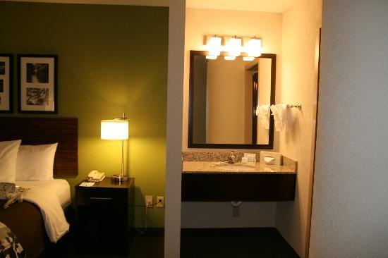 Sleep Inn at North Scottsdale Road : New Vanity