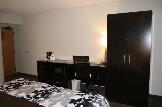 Sleep Inn at North Scottsdale Road: New Desk & Armoire